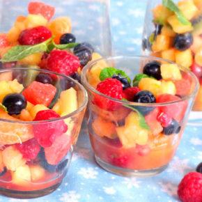 Ensalada de frutas con lima y menta