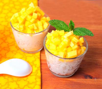 Arroz con mango y leche de coco