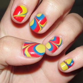 Marble Nails: pintar las uñas con agua