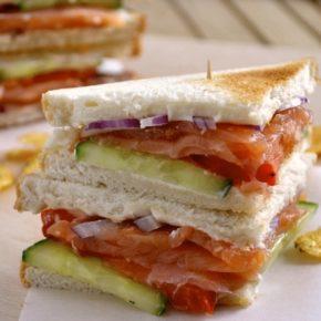 Sandwich Noruego de salmón y pepino