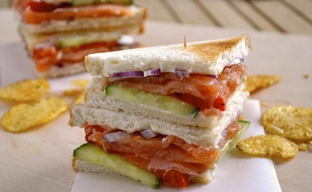 Receta del sandwich noruego de salmón y pepino