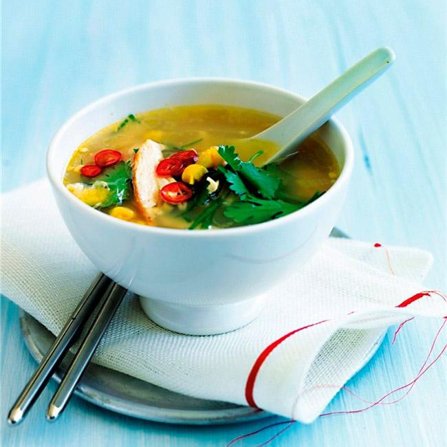 Sopa oriental de pollo y sardinas