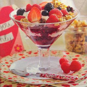 Copa de frutos del bosque con cereales