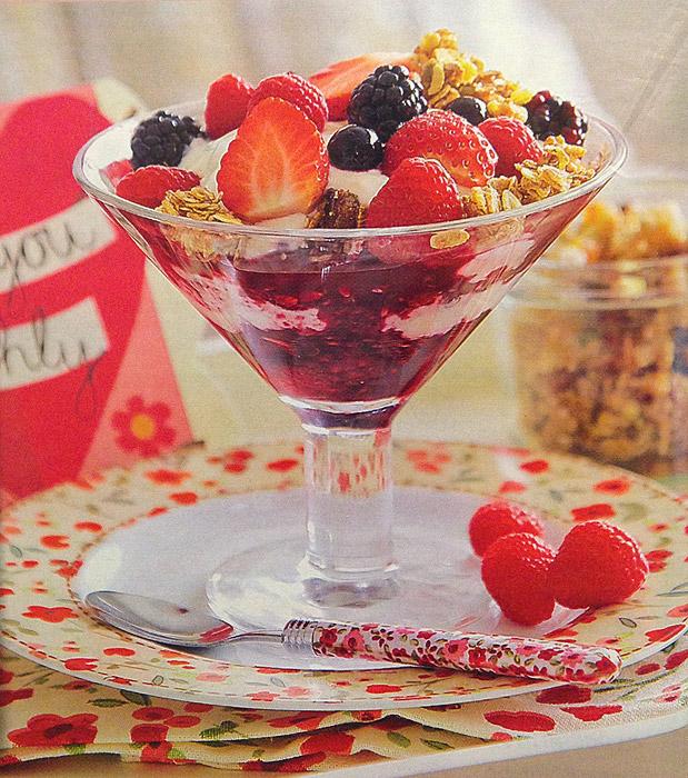 copa-yogurt-frutos-bosque-cereales