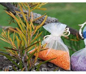 Teñir arroz de colores para bodas con papel pinocho