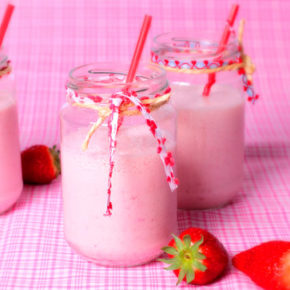 Batido de helado de fresas naturales casero