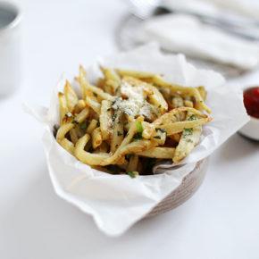 Patatas con ajo y cilantro para picar