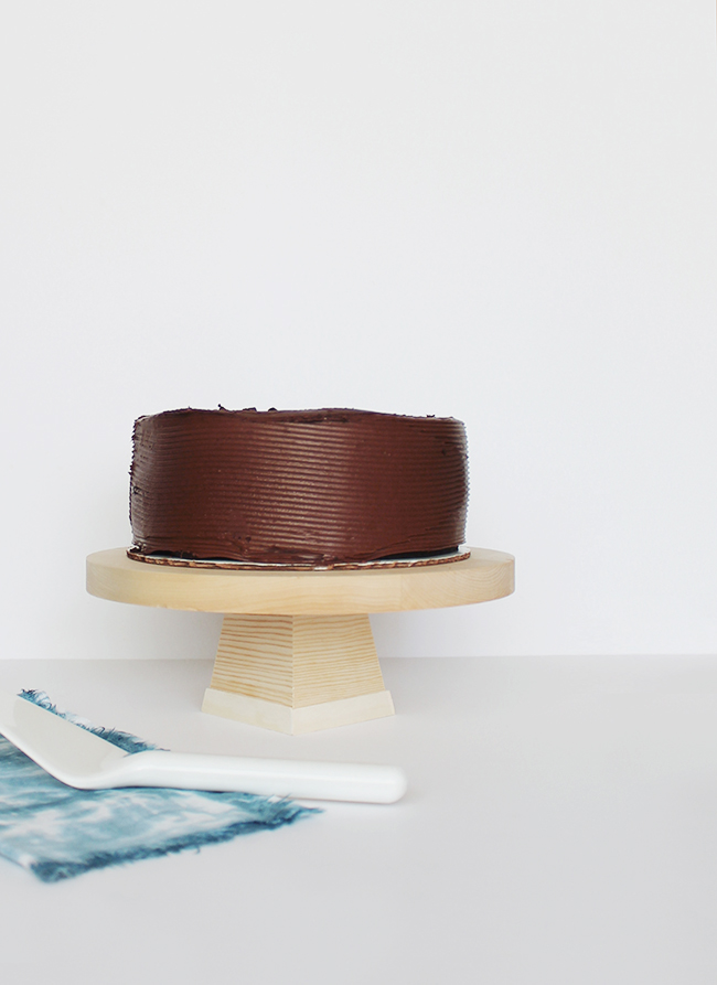 diy-wood-cake-stand-almost-makes-perfect1